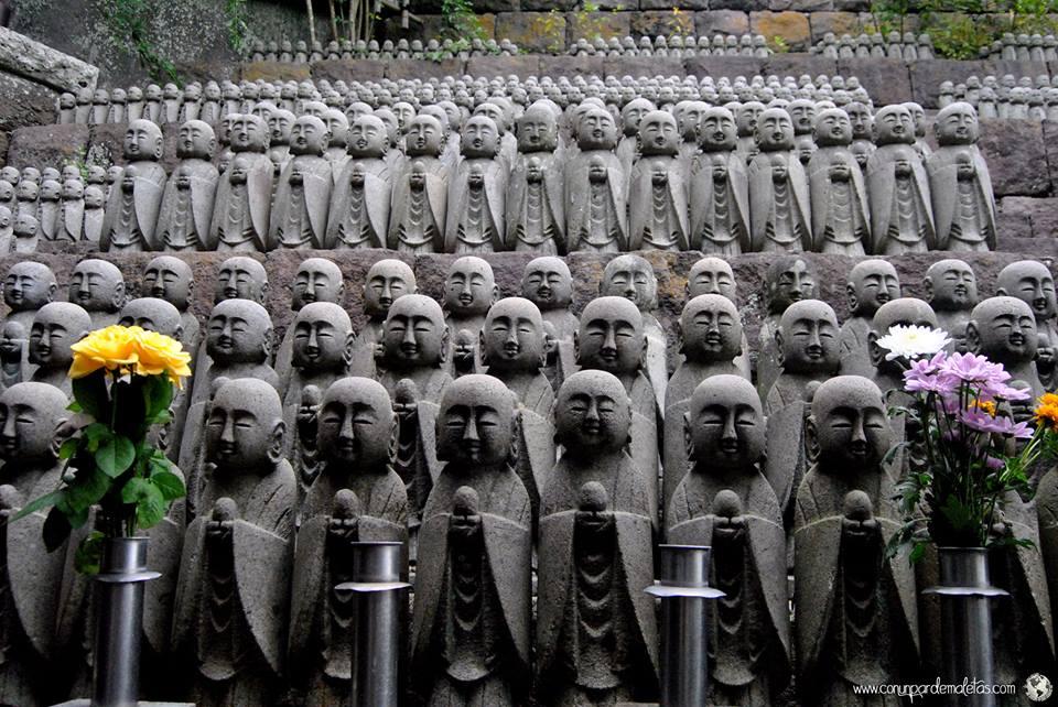 Jizos, protectores de los niños difuntos. Japón