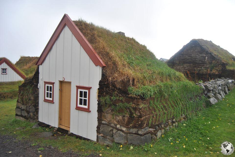 Casas de turba islandia conunpardemaletas - Casas en islandia ...