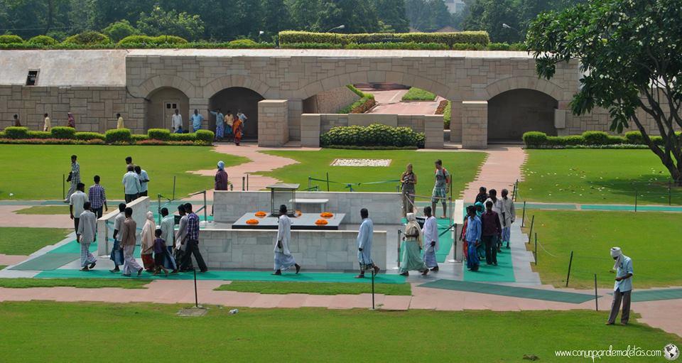 Raj Ghat, monumento a  Gandhi. India