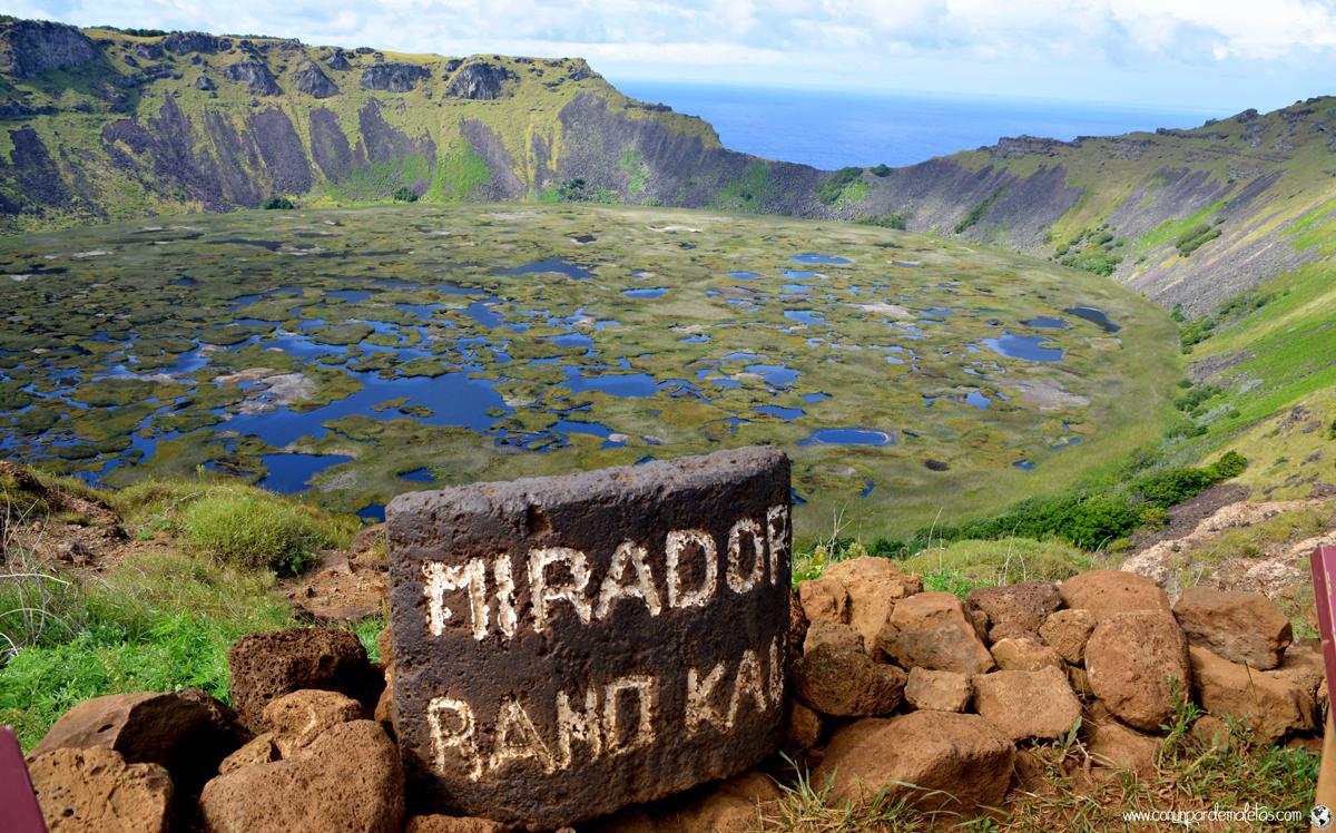 Volcán Rano Kau y aldea ceremonial de Orongo. Isla de Pascua